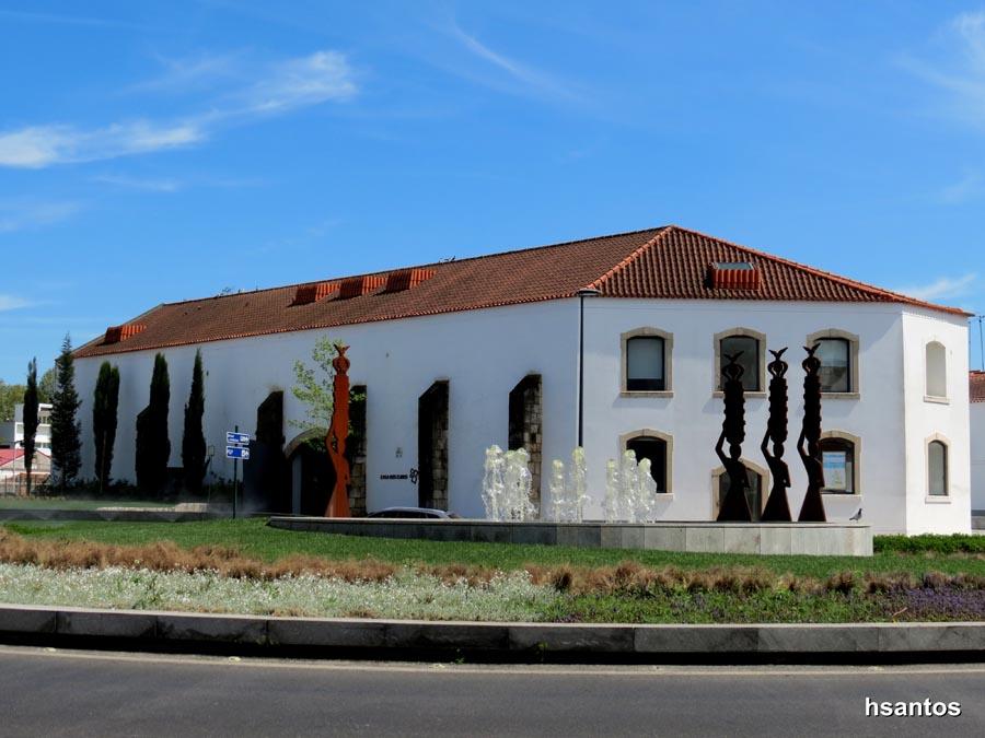 Resultado de imagem para fotos edifício dos cubos tomar