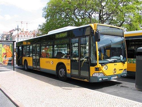 Autobús urbano en Lisboa, Portugal