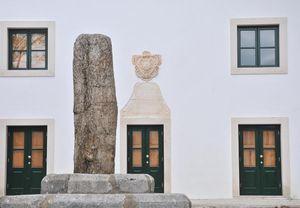 Antiguos Paços do Concelho da Pederneira y Pelourinho de Nazaré, Portugal