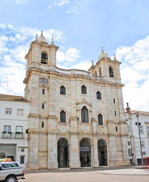 Religious Art Museum and Igreja dos Congregados Church