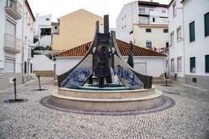 Monumento a la Mujer de Nazaré, Nazaré, Portugal