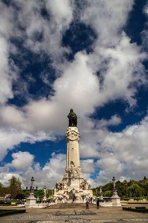 Estatua de la Plaza Marqués de Pombal