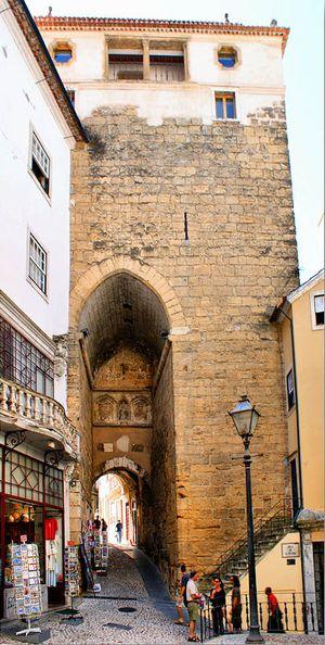 Torre de Almedina e Museu da Cidade Muralhada