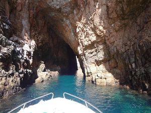 Rutas en barco por las grutas de berlenga, Peniche, Portugal